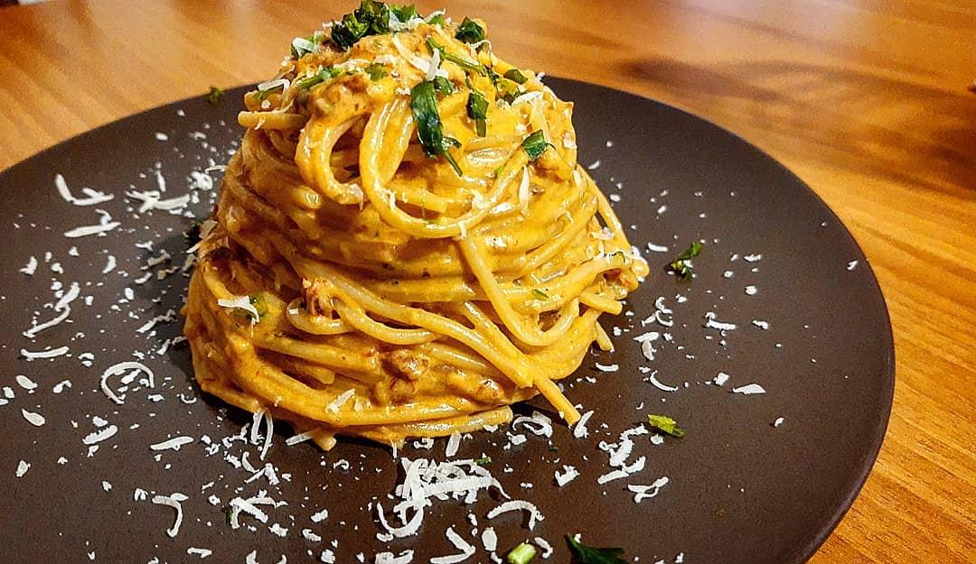 Spaghetti di Gragnano al pesto di pomodori secchi e sedano
